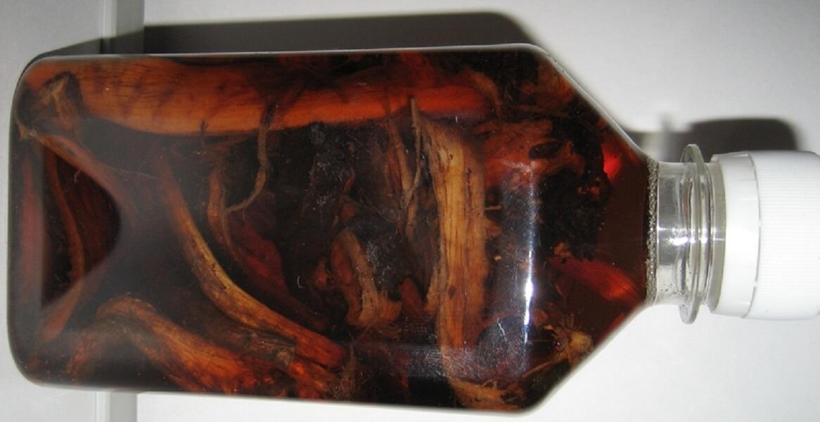 Спиртовая настойка красного корня - фото